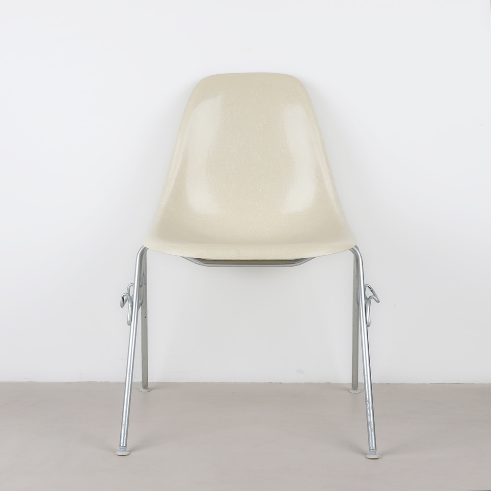 [임스체어] Eames Fiberglass Side Chair(DSS) - Parchment