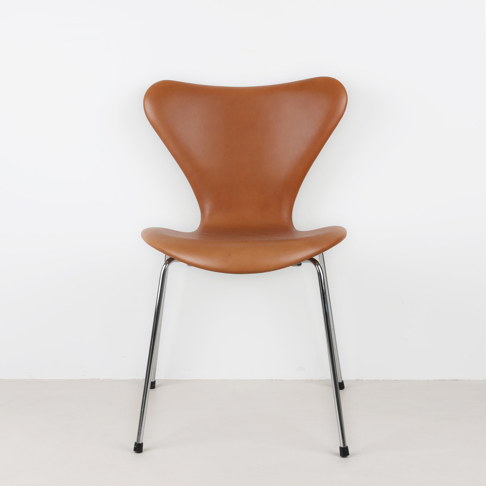 [세븐체어] Arne Jacobsen 7 Chair(AJ 3107) - Walnut Leather