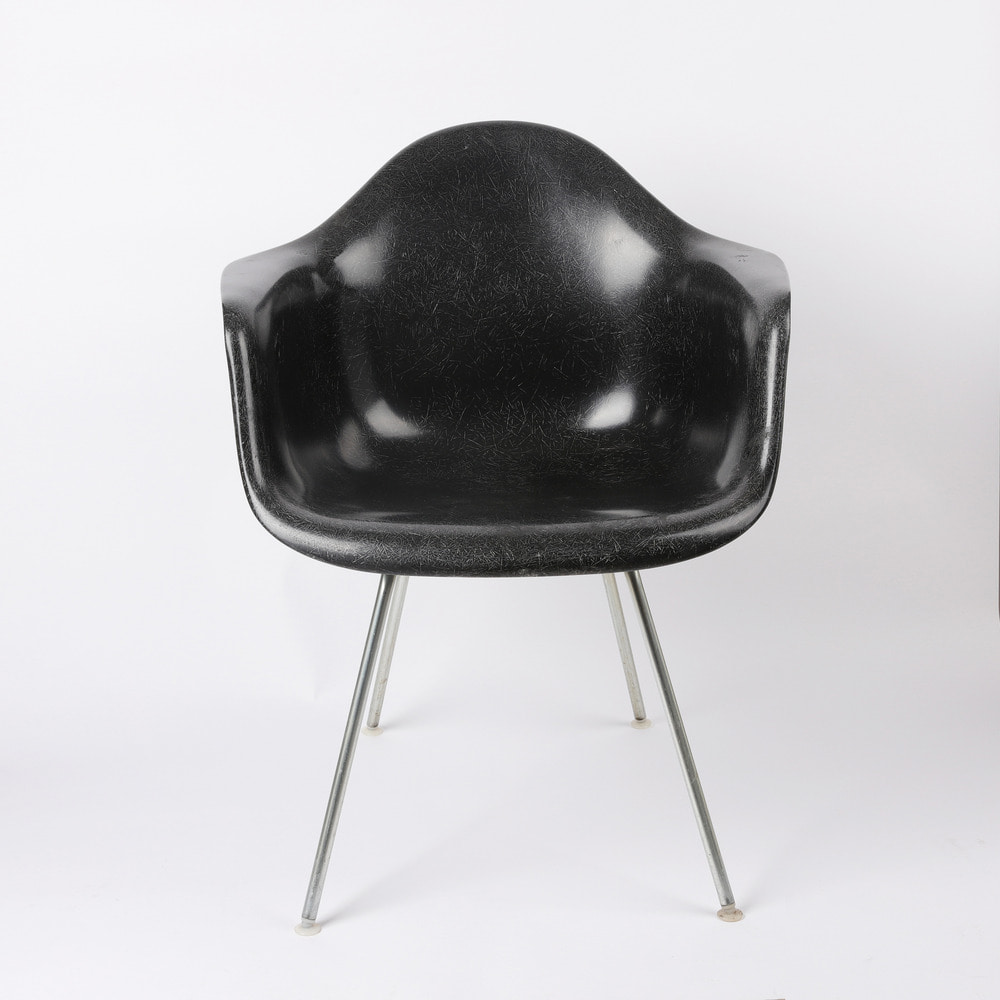 [임스체어] Eames Fiberglass Arm Chair(DAX) - Black