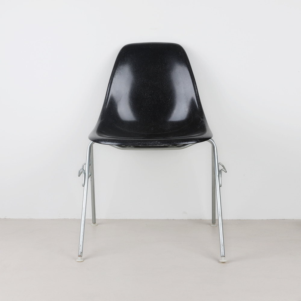 [임스체어] Eames Fiberglass Side Chair(DSS) - Black