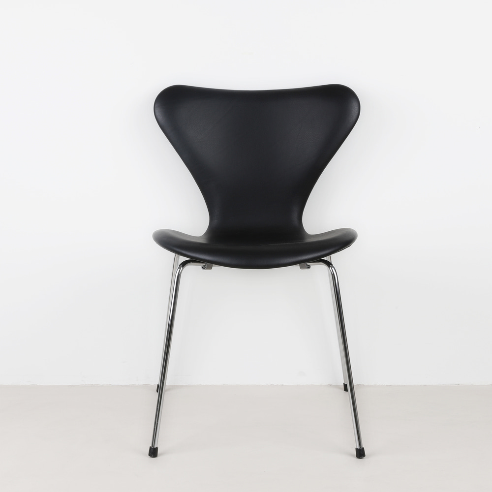 [세븐체어] Arne Jacobsen 7 Chair(AJ 3107) - Black Leather